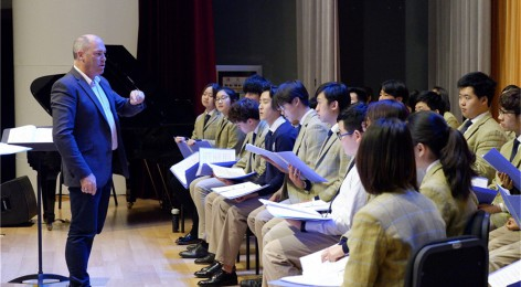 The New Zealand Youth Choir Director visits Wycombe Abbey International School